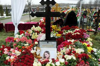 Могила певицы Юлии Началовой на Троекуровском кладбище в Москве, 21 марта 2019 года