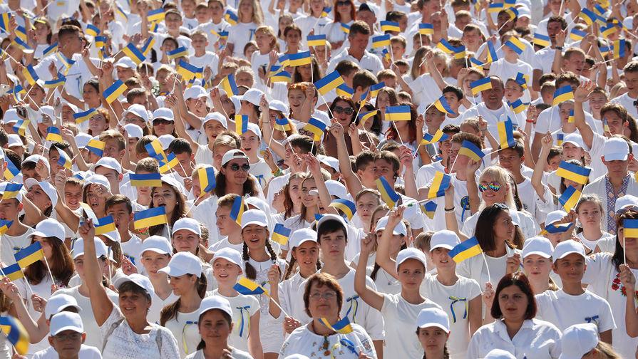 Без парада и Порошенко: как Украина отметила День независимости