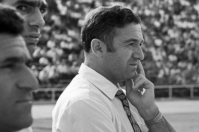 Тренер футбольной команды «Арарат» Никита Симонян в Ереване, 1973 год
