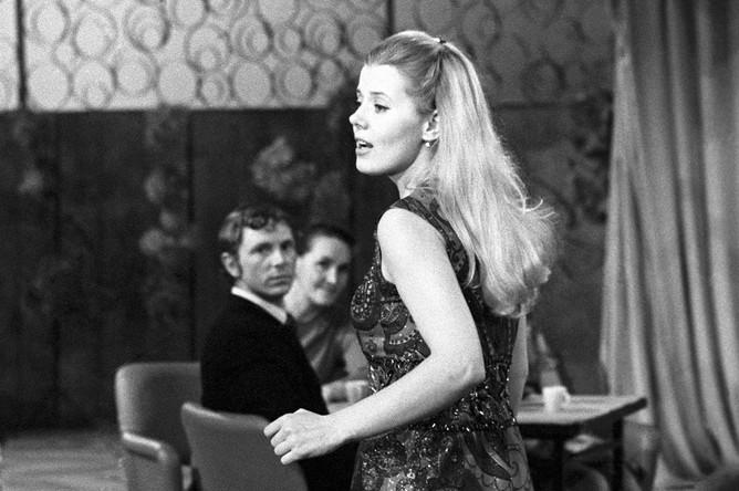 Певица Людмила Сенчина на съемках телепередачи «Голубой Огонек», 1975 год