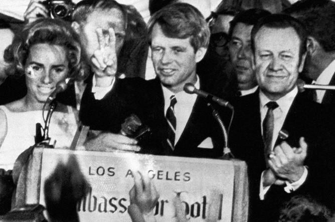 Сенатор Роберт Кеннеди во время речи в отеле «Амбассадор» в Лос-Анджелесе незадолго до убийства, 5 июня 1968 года