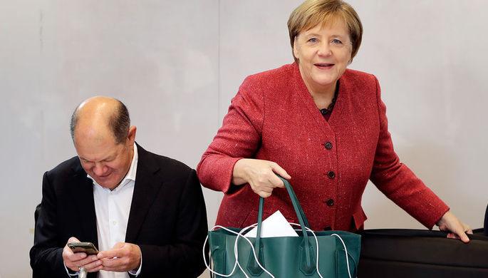 Канцлер ФРГ Ангела Меркель во время встречи кабинета министров в Потсдаме, 15 ноября 2018 года