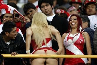 До такого, что показали на одном из матчей фанатки сборной Перу, в Киеве, конечно, далеко