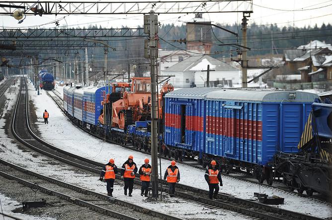 Отцепленные вагоны на месте столкновения скорого поезда №99 сообщением Владивосток — Москва с электровозом на Урале