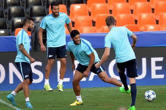 Футболисты «Зенита» — Мигель Данни, Эсекьель Гарай, Халк и Доменико Кришито (слева направо) — во время предыгровой тренировки своей команды на «Месталье»