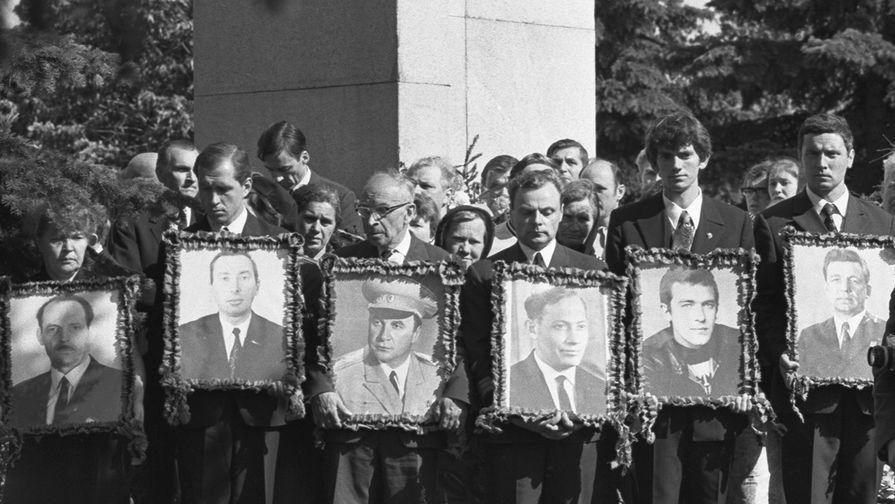 Похороны членов экипажа, погибших при катастрофе сверхзвукового самолета ТУ-144, В.М. Козлова, В.М...