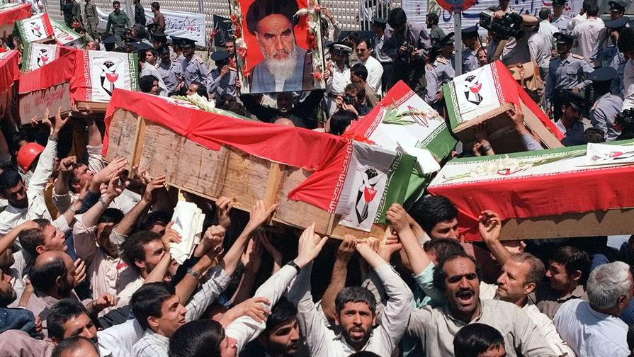 Похоронная процессия на улице Тегерана, 7 июля 1988 года