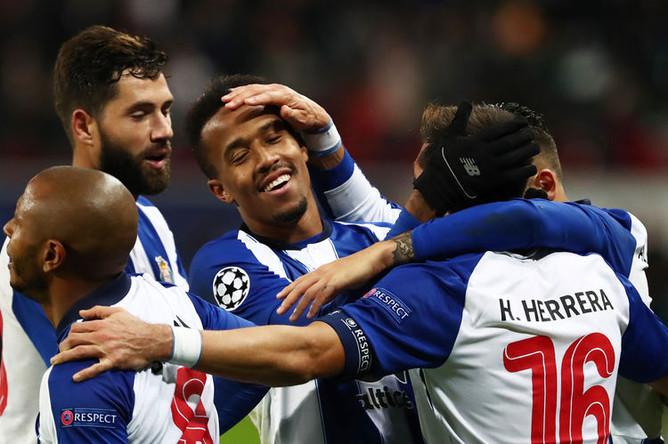 Игроки «Порту» после гола, забитого в ворота «Локомотива»