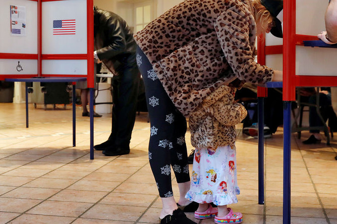 На одном из избирательных участков в штате Нью-Йорк, 6 ноября 2018 года