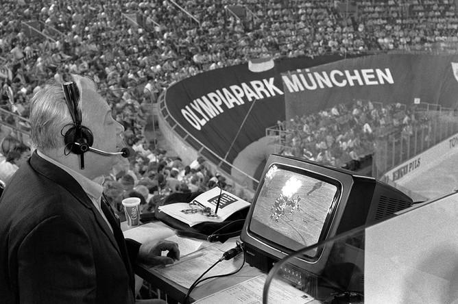 Николай Озеров ведет репортаж из Мюнхена с чемпионата мира по хоккею с шайбой, 1983 год