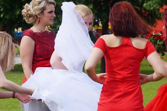 Свадьба в московском парке, 7 июля 2017 года