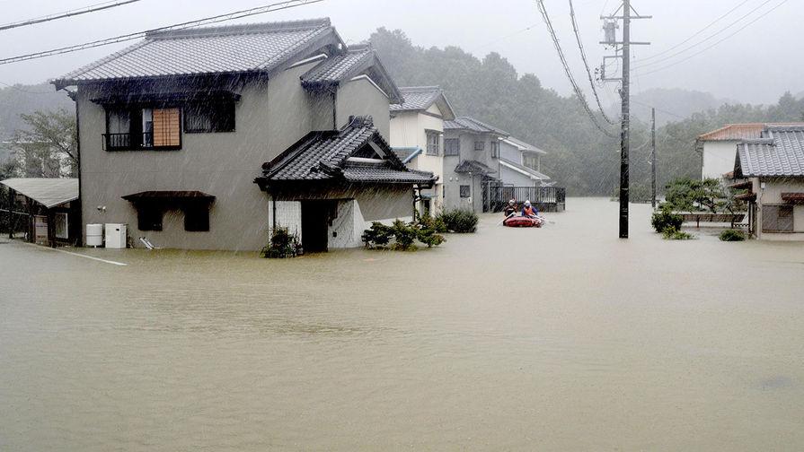 Сильные дожди, вызванные тайфуном «Хагибис», затопили жилой район в Исэ, 12 октября 2019 года