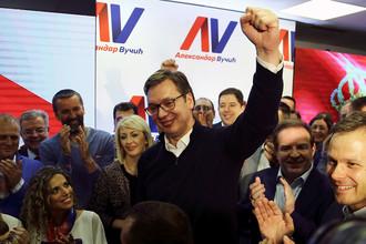 Александар Вучич во время празднования победы на президентских выборах в штаб-квартире кампании в Белграде, 2 апреля 2017 года