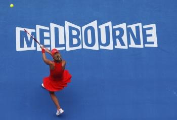 Каролина Возняцки в Мельбурне в матче с Моникой Никулеску