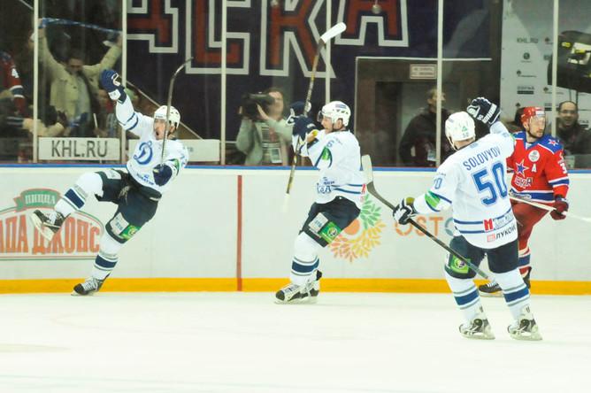 Сергей Коньков забросил третью шайбу и отправил Растислава Станю на скамейку запасных