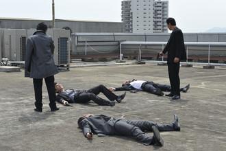 Кадр из фильма Такеши Китано «Полный беспредел»
