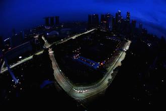 В Сингапуре соревнуются ночью