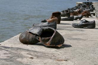 Мемориал жертвам холокоста на берегу Дуная в Будапеште