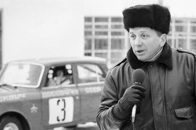 Ведущий телепрограммы «Вираж» Александр Масляков, 1984 год