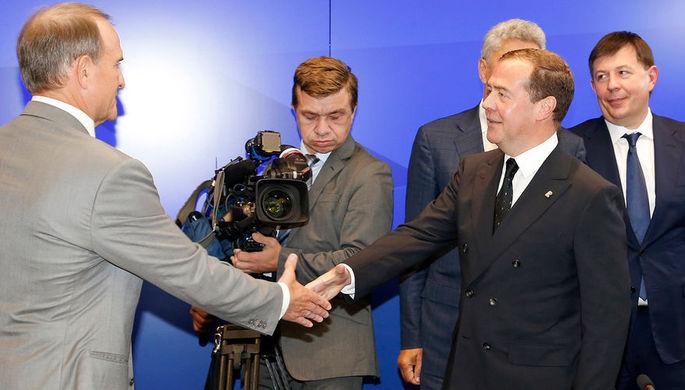 Председатель политического совета украинской партии «Оппозиционная платформа – За жизнь» Виктор Медведчук и премьер-министр России Дмитрий Медведев во время встречи в Москве, 10 июля 2019 года