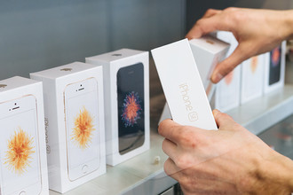 Один из магазинов в центре Москвы, где стартовали продажи смартфонов Apple iPhone SE