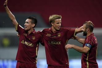 Игроки «Рубина» Эльмир Набиуллин, Мориц Бауэр и Гёкдениз Карадениз (слева направо)