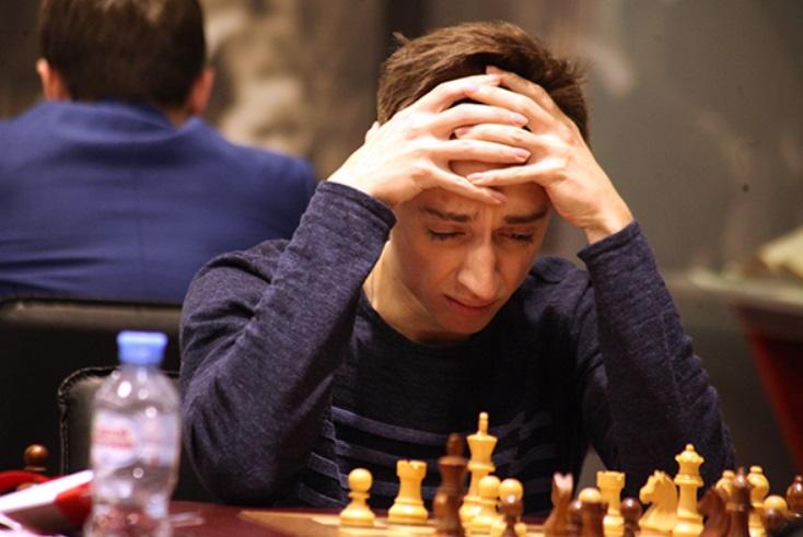 В Суперфинале чемпионата России по шахматам Даниил Дубов (на фото) давил своего соперника Владимира Малахова, однако неожиданно ошибся и проиграл партию