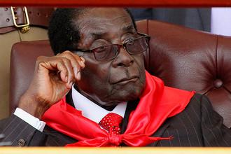 Президент Зимбабве Роберт Мугабе на праздновании своего 91-летия около водопада Виктория, февраль 2015 года