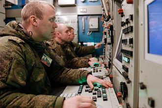Военнослужащие подразделений противовоздушной обороны (ПВО) Балтийского флота во время тренировки по приведению в боевую готовность расчетов зенитных ракетных комплексов С-400 «Триумф»