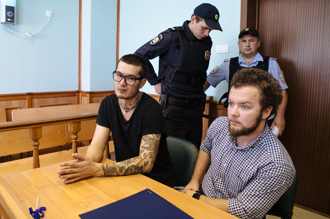 Корреспондент «Новой газеты» Али Феруз (Худоберди Нурматов) в Мосгорсуде во время рассмотрения жалобы защиты на депортацию журналиста в Узбекистан, 7 августа 2017 года