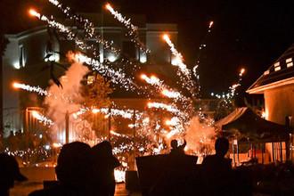 Палки против гранат: как идет штурм резиденции Атамбаева