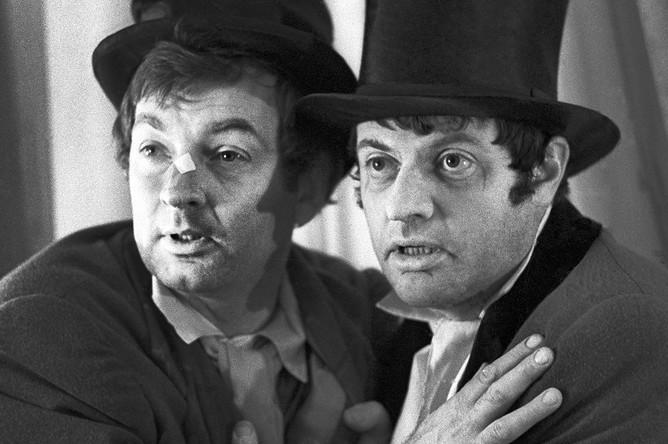 Михаил Державин и Александр Ширвиндт в сцене из спектакля «Ревизор», 1974 год