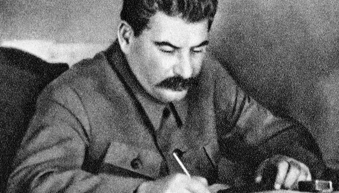Иосиф Сталин в рабочем кабинете, 1936 год