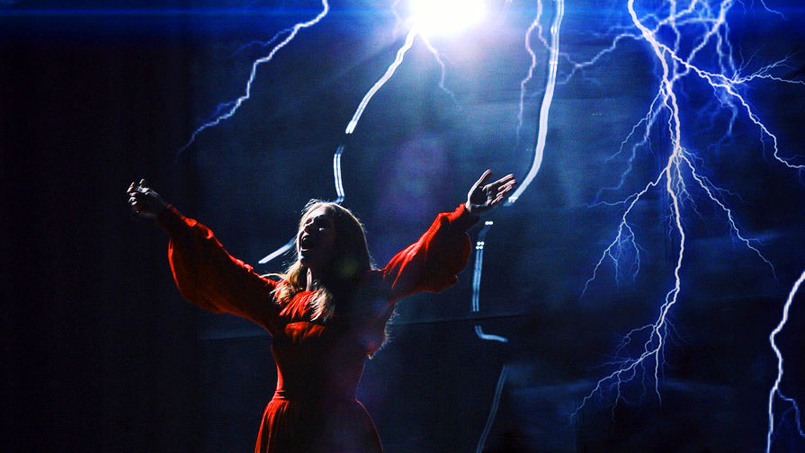 Виктория Артюхова в роли Катерины. Спектакль «Гроза» в постановке Андрея Могучего, БДТ