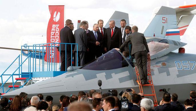 Президент России Владимир Путин и президент Турции Реджеп Тайип Эрдоган около истребителя Су-57 на авиасалоне МАКС в подмосковном Жуковском, 27 августа 2019 года