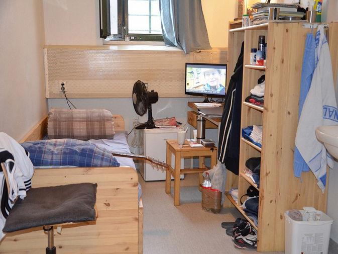 Камера больше похожа на комнату в общежитии