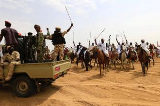 Встреча президента Судана Омара аль-Башира во время визита в регион Дарфур, сентябрь 2017 года