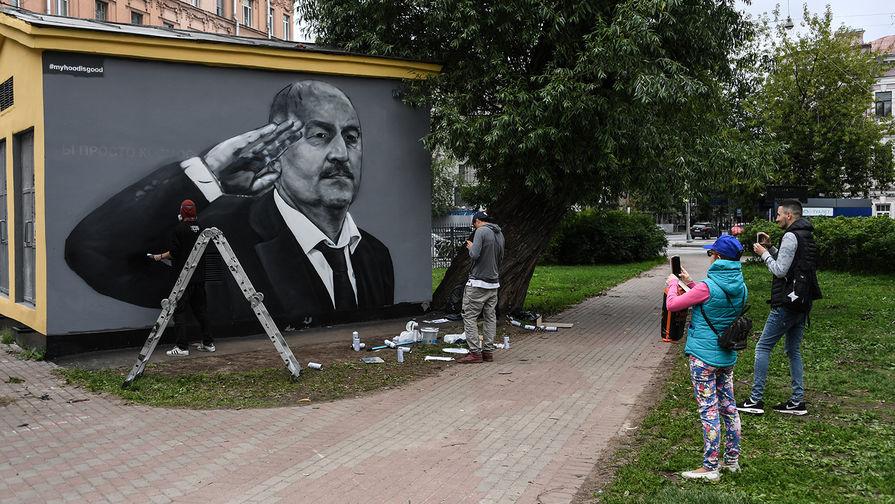 Вандалы вновь испортили граффити с Черчесовым в Петербурге
