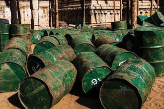 «Угрозы со всех сторон»: нефть не устоит перед дронами