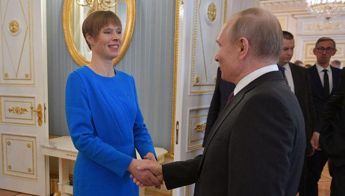Президент России Владимир Путин и президент Эстонии Керсти Кальюлайд во время прощания после российско-эстонских переговоров, 18 апреля 2019 года