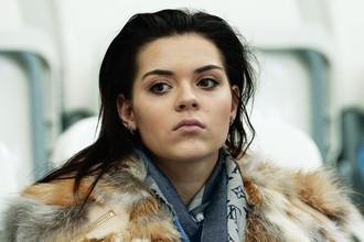 Аделина Сотникова наблюдает с трибуны за выступлением Максима Ковтуна на чемпионате России в Сочи