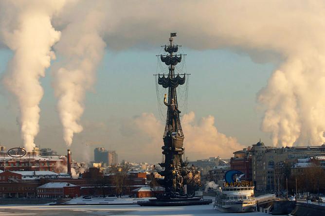 Вид с Крымского моста на памятник Петру I, 2007 год