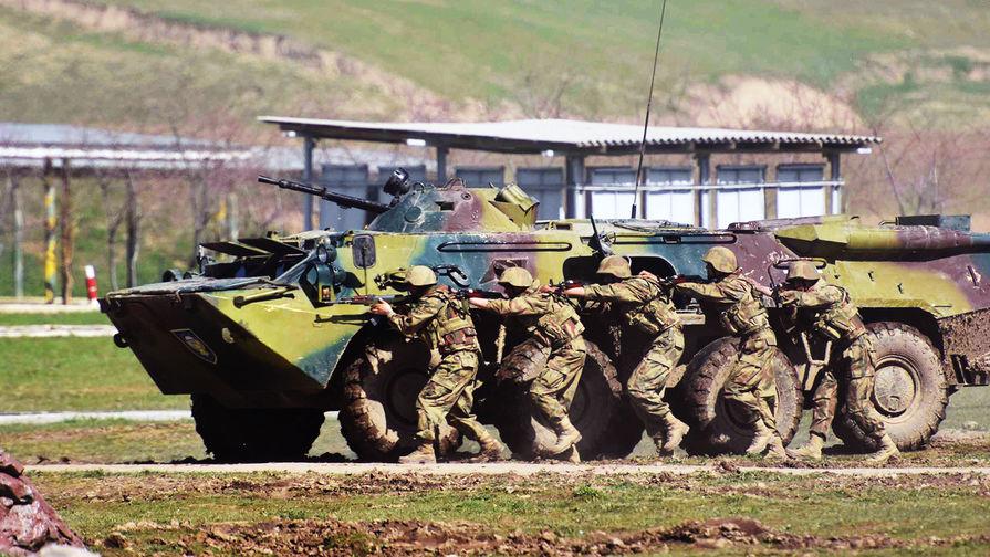 «Сохранит мир»: Россия подарила Таджикистану военную технику