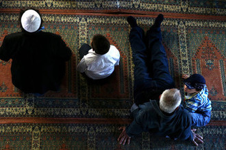 Во время пятничной молитвы в Большой Ханской мечети Бахчисарая, 2014 год