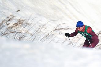 Александр Большунов на дистанции эстафеты 4x10 км среди мужчин в соревнованиях по лыжным гонкам на XXIII зимних Олимпийских играх