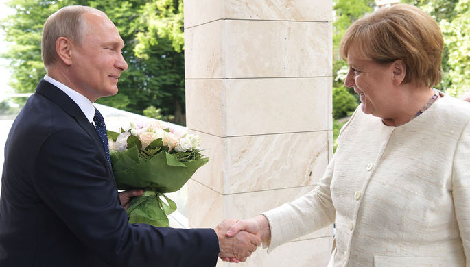 18 мая 2018 года. Президент России Владимир Путин и федеральный канцлер ФРГ Ангела Меркель во время...