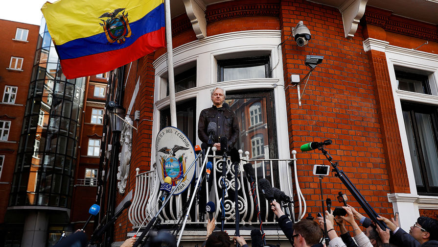 Guardian: британские СМИ не заметили выхода Ассанжа