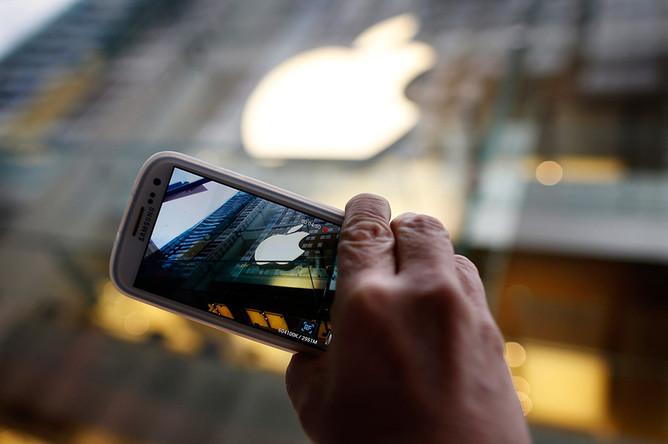 ���������� Apple ���������� ��������� �������� � ����� Galaxy S4 �� Samsung