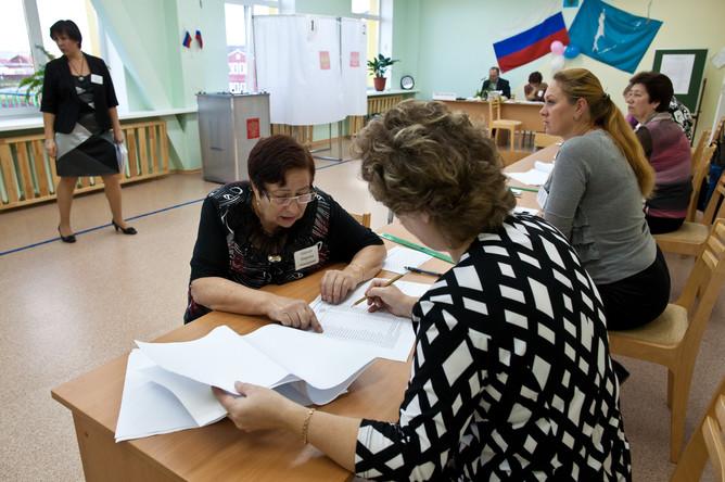 Оппозиция утверждает, что избиркомы отказывают ее кандидатам по надуманным основаниям. В Кремле уверены, что партии сами заинтересованы в снятии с выборов.