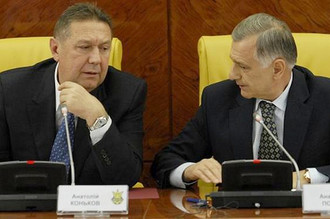 Президент ФФУ Анатолий Коньков и вице-президент организации Анатолий Попов
